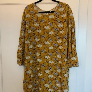 Like New Shift Dress Bell Sleeve